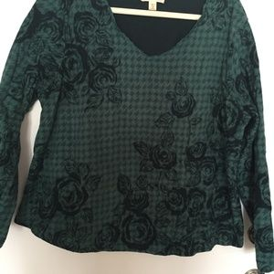 Coldwater Creek GREEN W/BLACK ROSES TOP.  1X